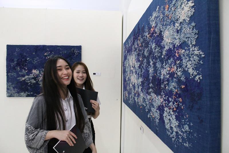 นิทรรศการจัดแสดงผลงานศิลปะนิพนธ์ของนิสิตชั้นปีที่ 4 สาขาวิชาออกแบบทัศนศิลป์ ปีการศึกษา 2560