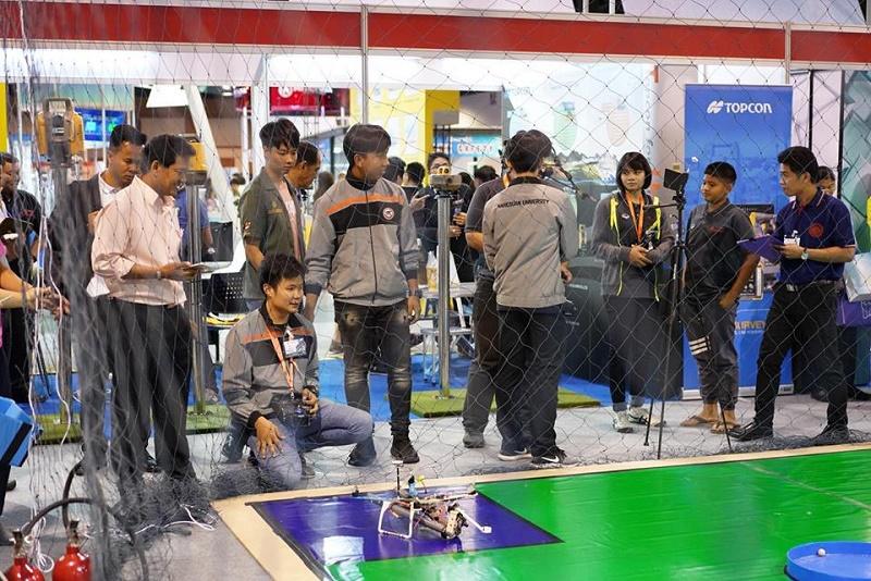 นิสิตคณะสถาปัตยกรรมศาสตร์ มหาวิทยาลัยนเรศวร คว้ารางวัลชนะเลิศ การแข่งขันอากาศยานไร้คนขับ กรณีดับเพลิง (Drone for firefighting)