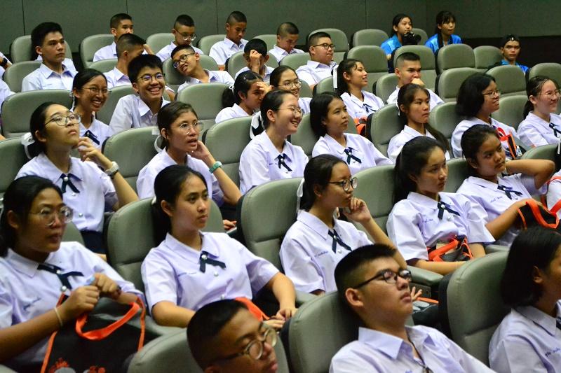 นักเรียนชั้นมัธยมศึกษาตอนปลายชั้นปีที่ 4 โรงเรียนมัธยมสาธิตมหาวิทยาลัยนเรศวร จากโครงการ วมว. ประจำปีการศึกษา 2562 เข้าเยี่ยมชมคณะสถาปัตยกรรมศาสตร์ มหาวิทยาลัยเนรศวร