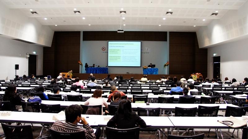 ดร.สันต์ จันทร์สมศักดิ์  คณะสถาปัตยกรรมศาสตร์ มหาวิทยาลัยนเรศวร ผู้แทนประเทศไทย เสนอผลงาน ณ ประเทศฟิลิปปินส์