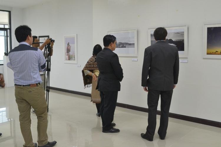 """นิทรรศการภาพถ่าย """"สีสันแห่งบาหลี"""""""