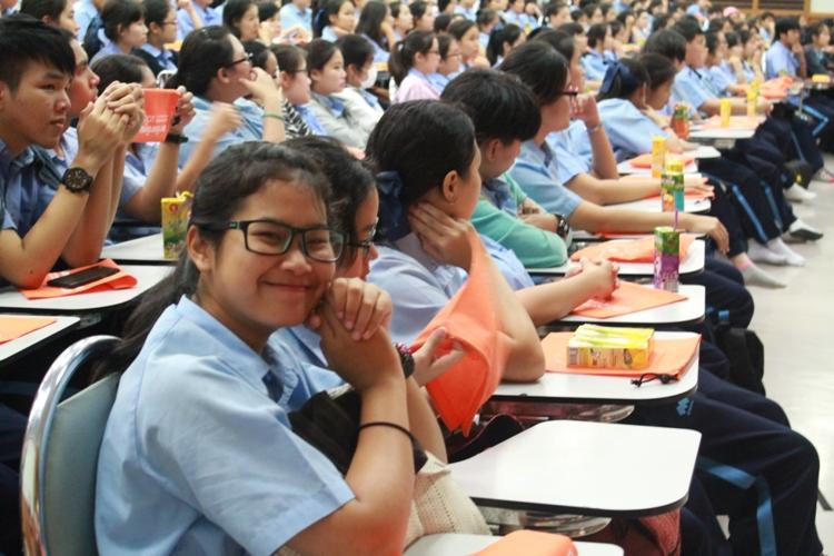 แนะแนวนักเรียนชั้นมัธยมศึกษา ปีที่ 6 โรงเรียนนารีรัตน์ จังหวัดแพร่