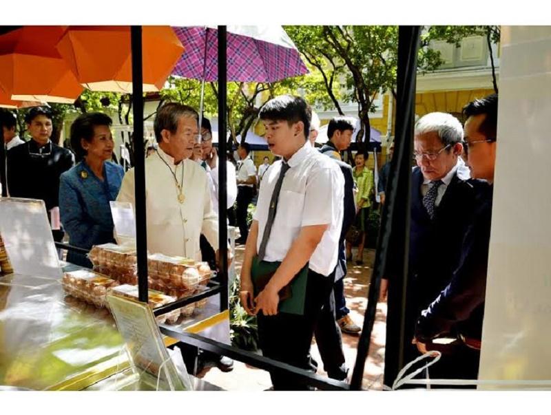นิสิตได้รับรางวัลนวัตกรรมการออกแบบ  ร้านค้าเคลื่อนที่เสน่ห์วิถีไทยริมทาง
