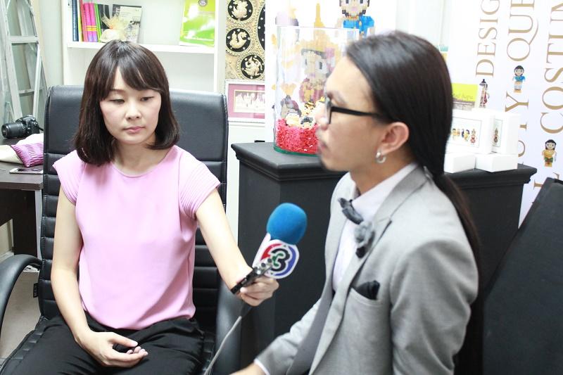 ดร.ดนัย เรียบสกุล ให้สัมภาษณ์สื่อมวลชน งานวิจัยออกแบบเลโก้ชุดประจำชาตินางงามไทย