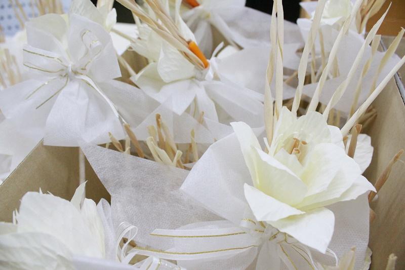 """ประดิษฐ์ดอกไม้จันทร์พระราชทาน โครงการ """"จิตอาสาประดิษฐ์ดอกไม้จันทร์พระราชทาน"""""""